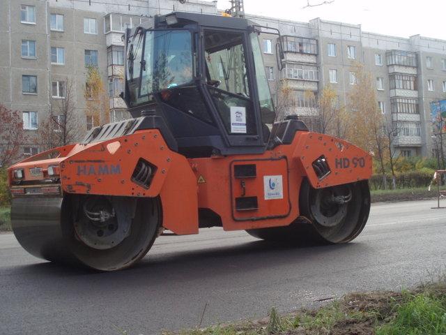 Депутат посмотрел основные объекты, где сейчас ведутся работы по дорожному строительству. Валерий