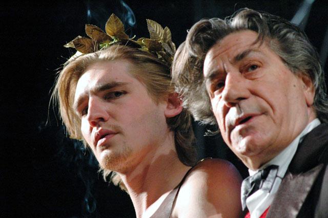 Сегодня вечером, 18 мая, в Челябинском государственном академическом театре драмы зрителям посчас