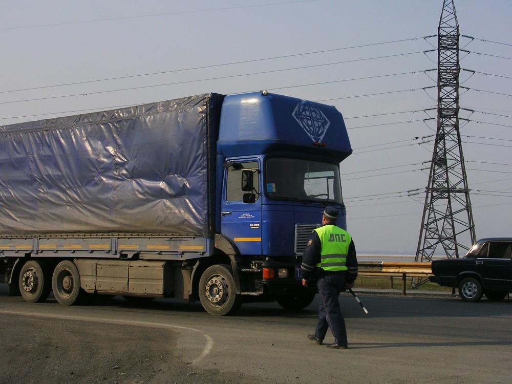 По информации ГУ МЧС России по Челябинской области, в аварии столкнулись три автомобиля: грузовик