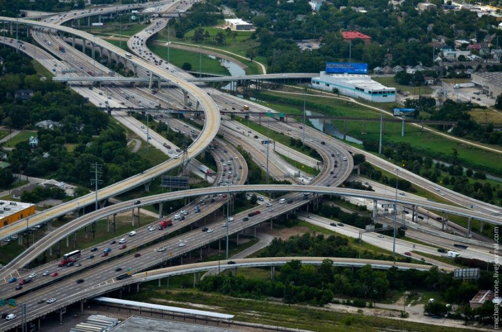 Один километр дороги, построенный в США или Германии в дешевле и качественнее, чем тот же километ