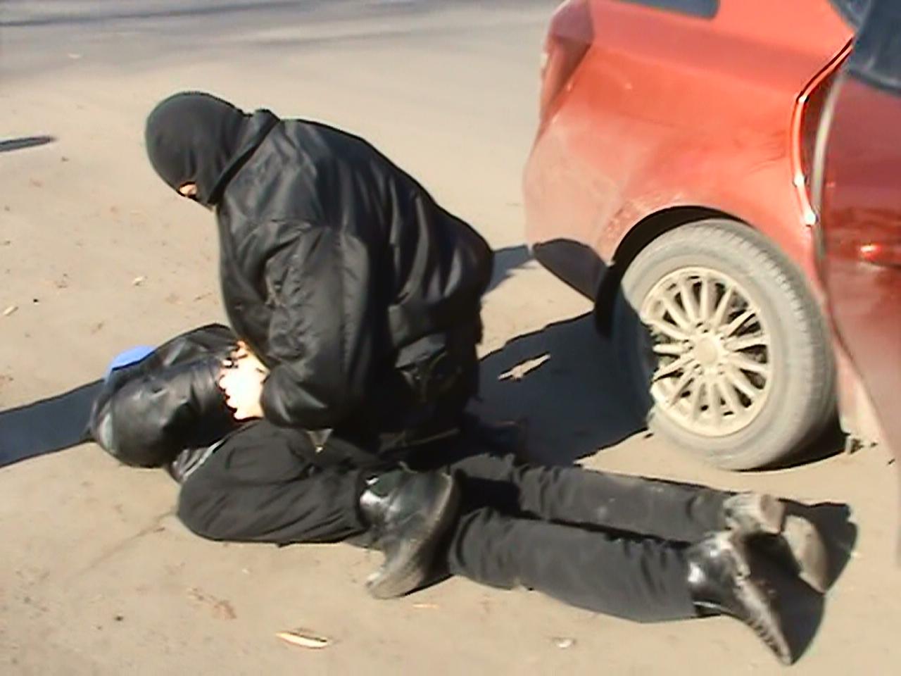 Как сообщает пресс-служба Управления ФСКН России по Челябинской области, машину с наркодилером уд