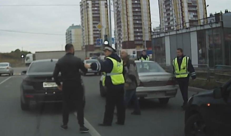 Инцидент произошел вчера, 26 сентября, в районе пересечения улиц Карла Маркса и Зелёный Лог. Виде