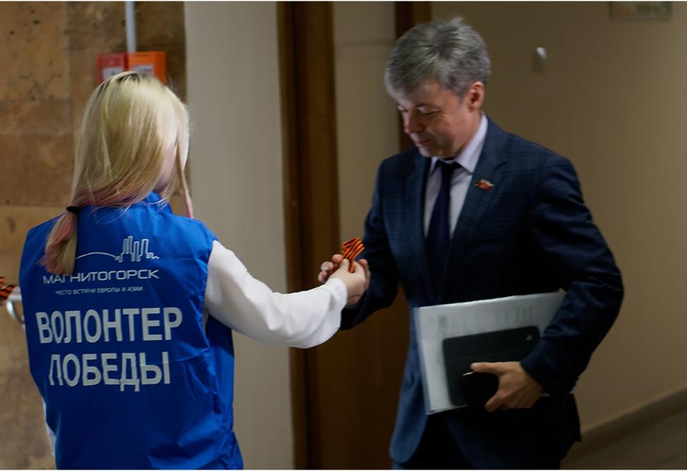 Вчера, 23 апреля, в Магнитогорске прямо перед началом заседания Собрания депутатов георгиевские л