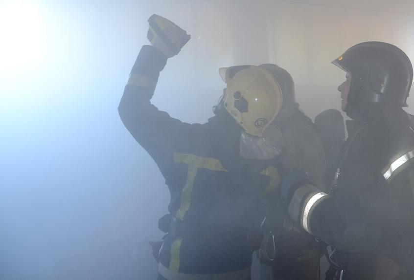 Сообщение о пожаре поступило в 5.34 утра. «Сначала загорелся один павильон, от него огонь перекин