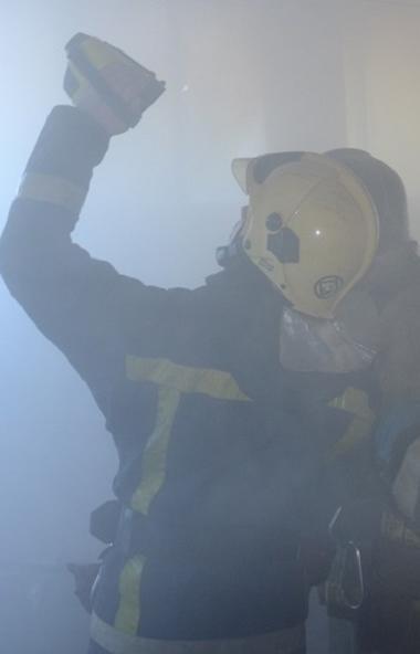 В Челябинске в здании лаборатории произошел взрыв газа с последующим возгоранием помещения. Два ч