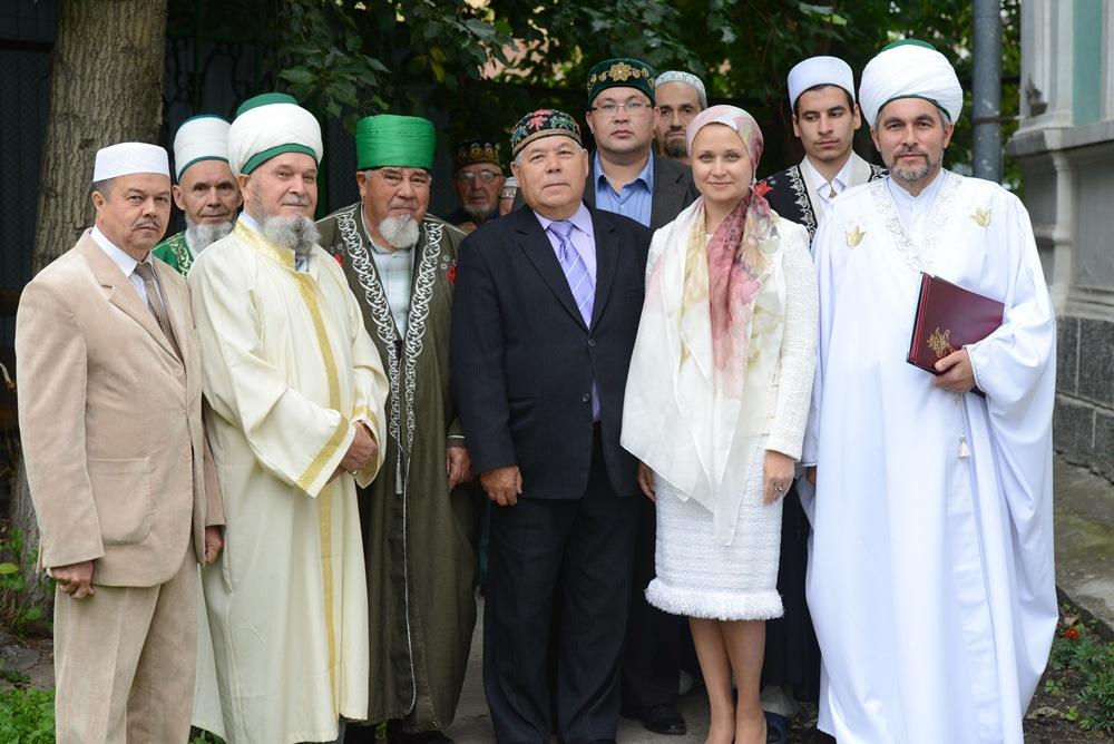 Председатель областного Конгресса татар, депутат Законодательного Собрания области Лена К