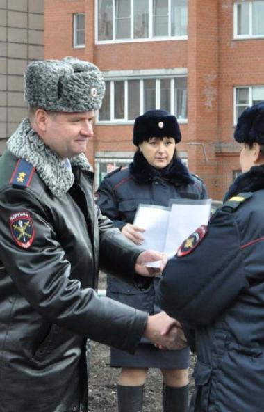 Сегодня, седьмого ноября, главный полицейский Челябинской области Андрей Сергеев вручил 40 семьям