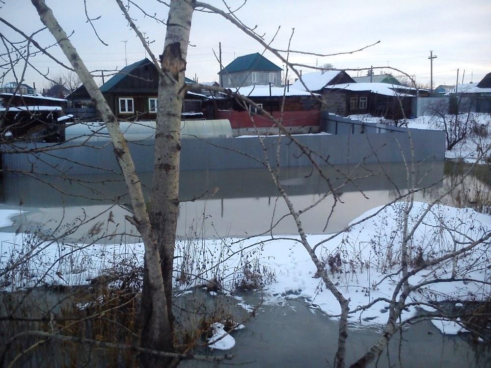 Несколько семей из поселка Кадровик, находящегося в черте Копейска (Челябинская область), жалуютс