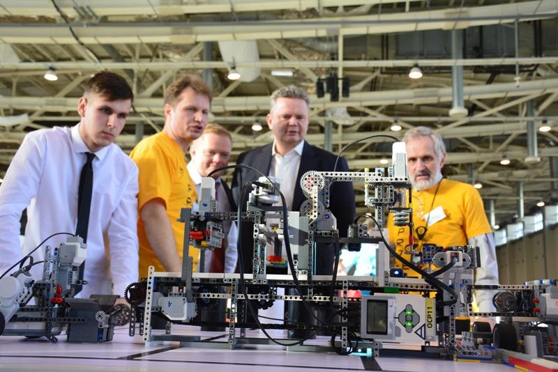 В Челябинске покажут искусство управления дронами и запустят роботов на Луну. Региональный