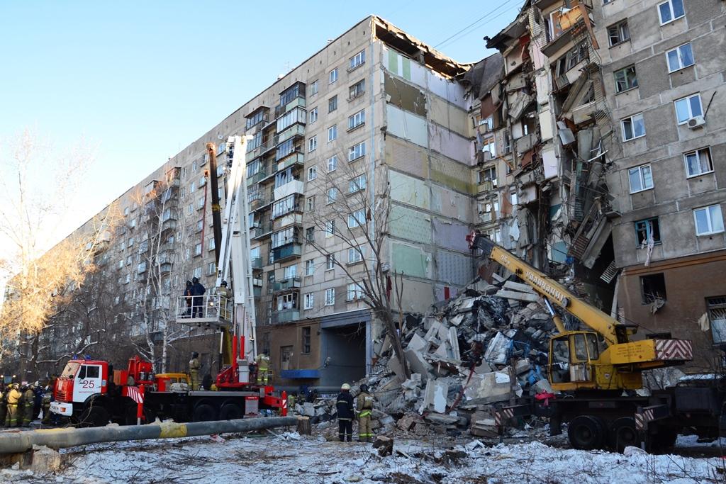 Пострадавшие при обрушении одного подъезда десятиэтажного дома в Магнитогорске (Челябинская облас