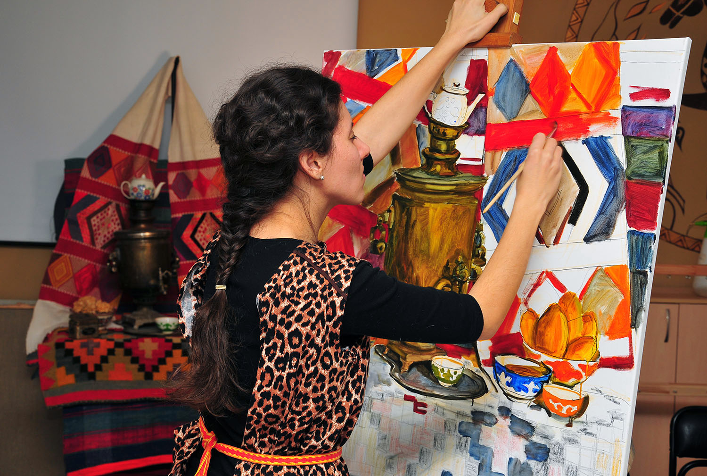 Челябинск – малая родина Леры. Здесь она закончила художественную школу, художественное училище,