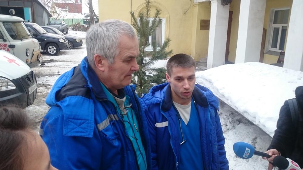 Врач-кардиолог Вячеслав Гавриш и фельдшер Филипп Питиркин работают вместе на скорой помощи уже ше