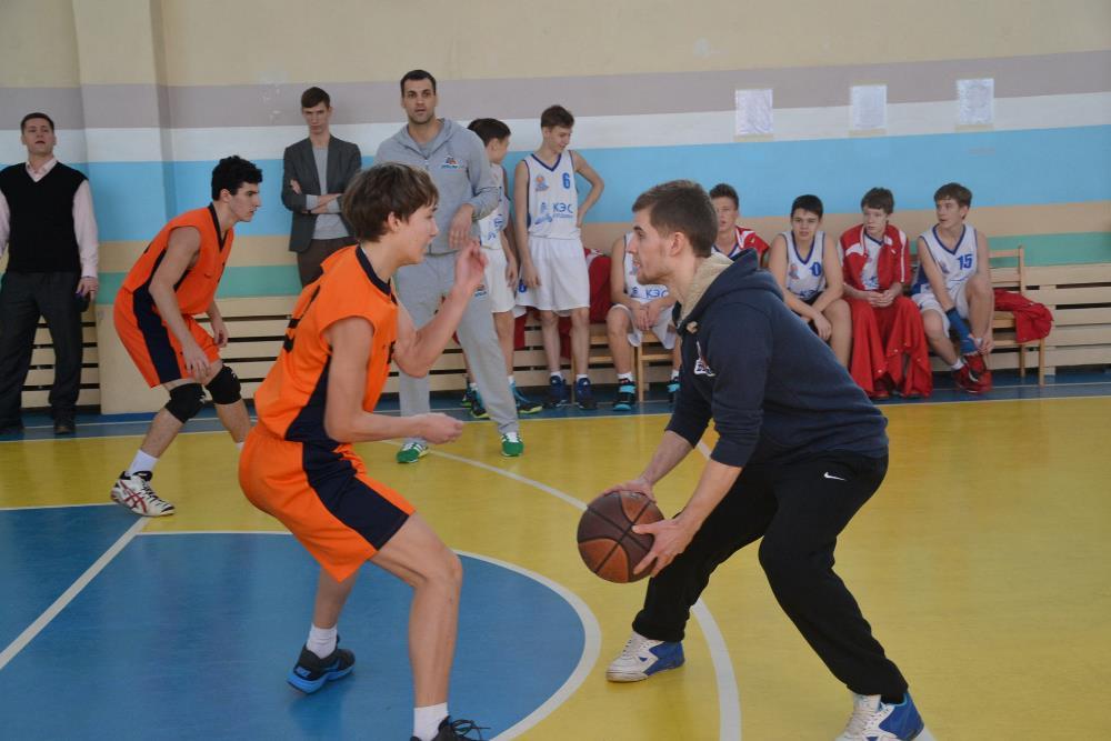 Баскетболисты Алексей Осокин, Максим Баранов и Алексей Перцев продемонстрировали уникальные навык