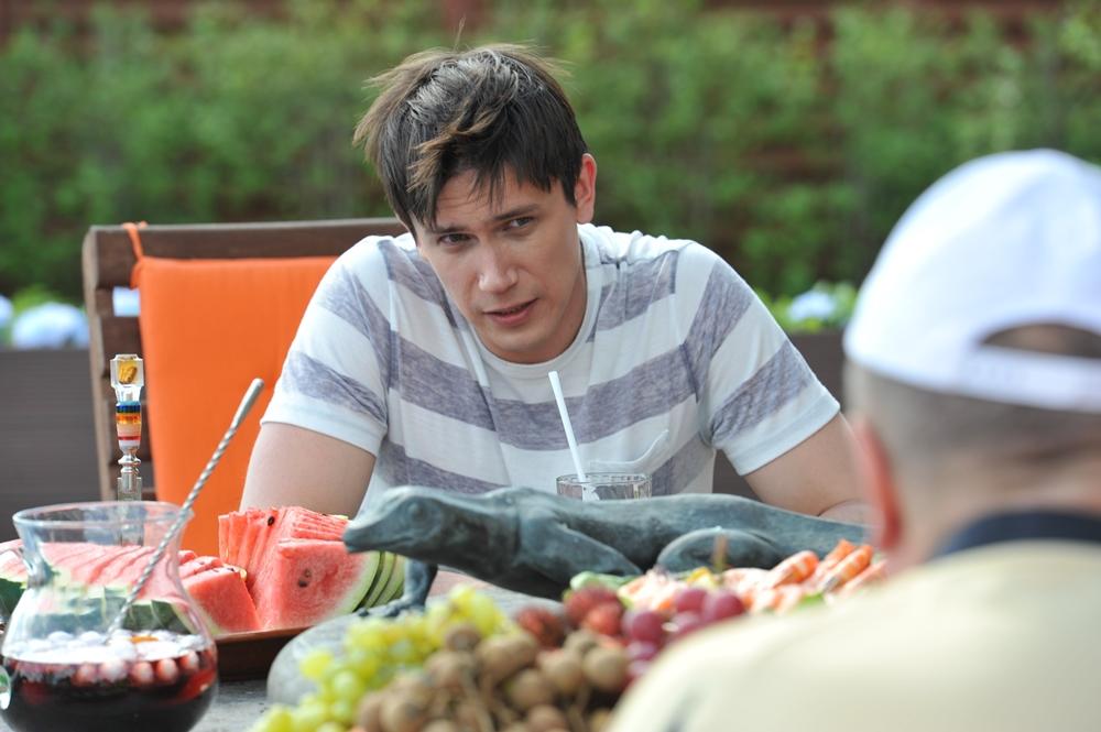 На телеканале ТНТ вышел второй сезон комедийного сериала «Адаптация» с Леонидом Бичевиным в главн