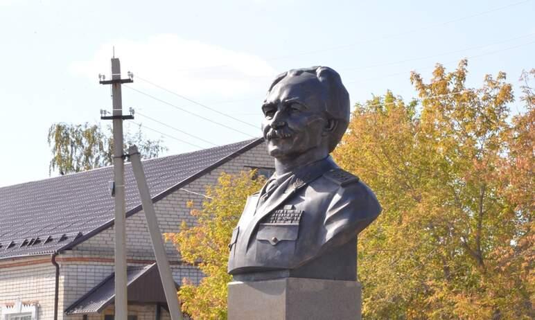 В селе Чесма Челябинской области торжественно открыли памятник генерал-полковнику службы внешней