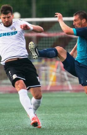 В очередном матче первенства России по футболу в Профессиональной футбольной лиге ФК «Челябинск»