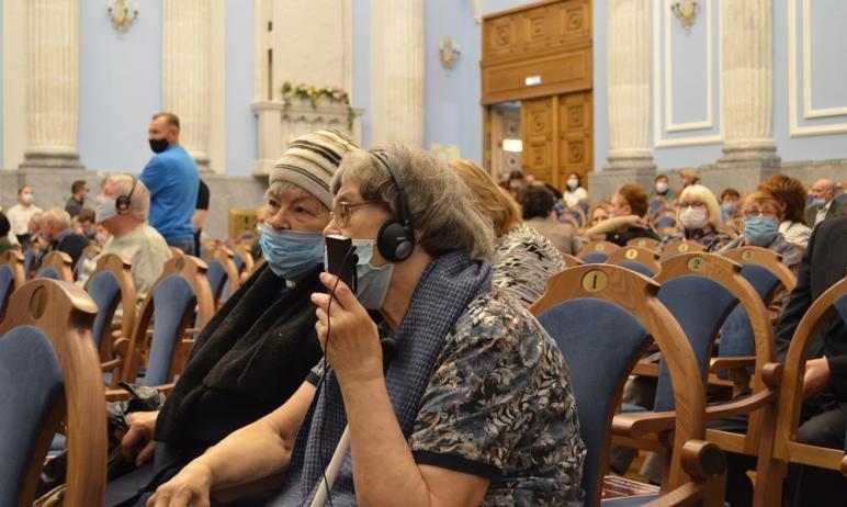 В Челябинской филармонии состоялся концерт для слушателей с ограничениями зрения «Видеть музыку с