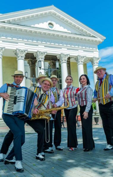 В 2019 году один из известнейших отечественных российских ансамблей традиционного джаза «Уральски