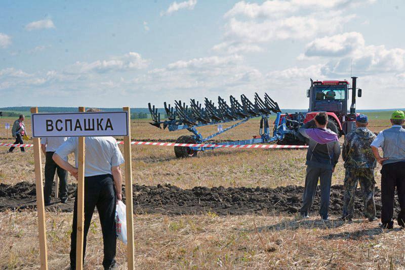 По программе «Дня Уральского поля» в Челябинской области механизаторы региона поборолись за звани