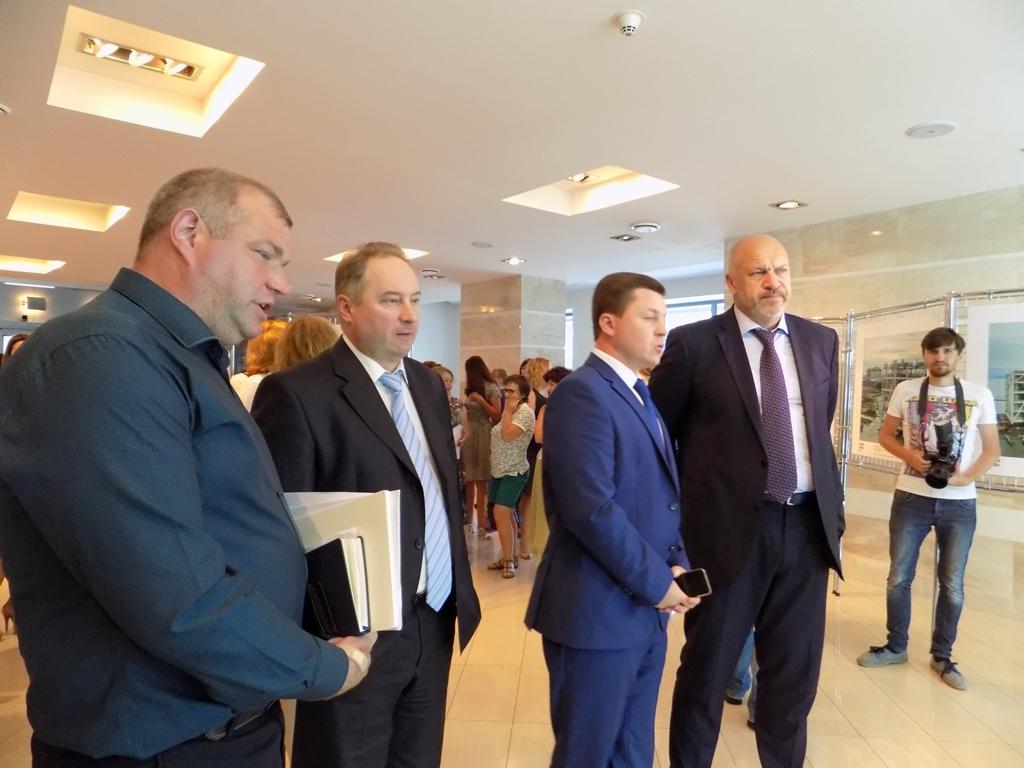 На открытии выставки присутствовали заместитель Губернатора Челябинской области Сергей Ша