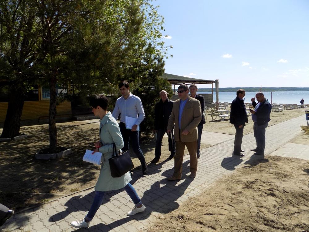 Эксперты различных структурных подразделений города при осмотре пляжей обращали внимание на следу