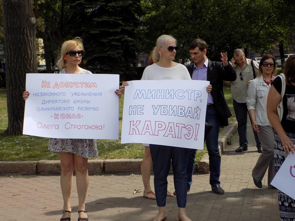 Южноуральцы, решившие подержать Строгонова, мирно собрались на площадке у бюста Ленину в 15.00 с