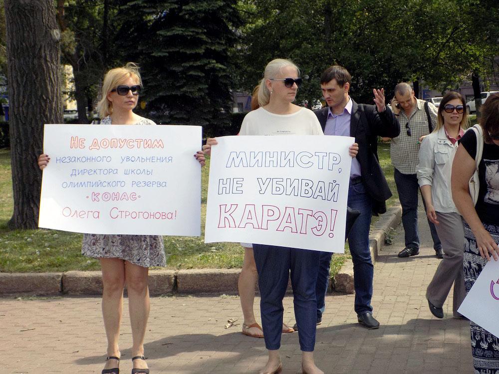 Голодовку тренерский состав начал 4 апреля в 17 часов в головном офисе спортшколы на улице Пушкин