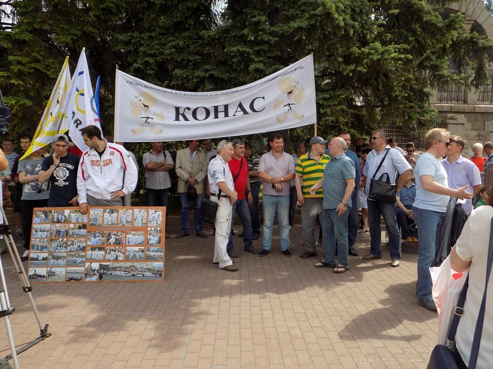 Уведомление главе «Конаса» вручил начальник Управления спорта администрации города Челябинска