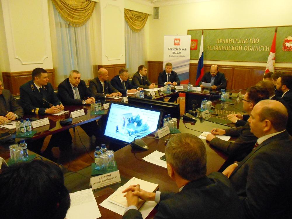 Проблему варварского отношения к хвойным деревьям сегодня, 16 января, обсудили на круглом столе,