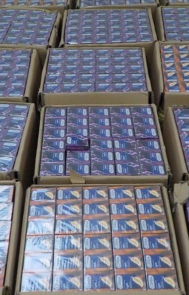Челябинские таможенники задержали грузовик с контрафактами презервативами. Их использование опасн