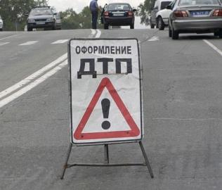 Как сообщили агентству в ГИБДД города, в Сочельник в 10 часов утра на перекрестке у дома №10 на