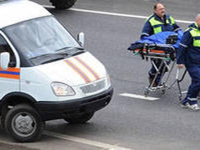 Один человек погиб и шестеро пострадали в результате столкновения четырех легковых и одного грузо