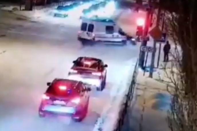 В Озерске (Челябинская область) бригада медиков, мчавшаяся на
