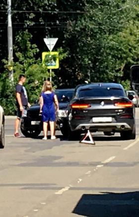ДТП с участием двух машин произошло сегодня, 17 июля, около 12 часов дня. На пересечении улицы Со