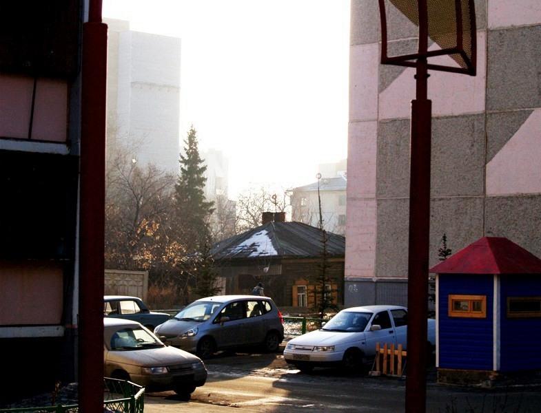 По словам сити-менеджера, по закону муниципалитет обязан передать дворы в собственность жителям.