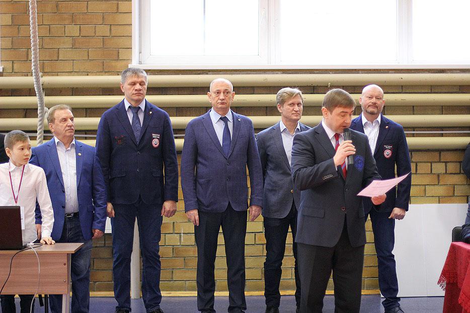 В Челябинске на первенстве Уральского федерального округа среди юниоров и юниорок до 23 лет в мин