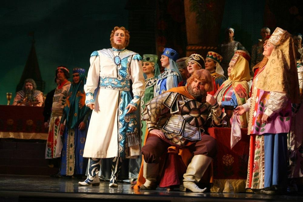 С юбилеем театр поздравил губернатор Борис Дубровский. «С самых первых спект