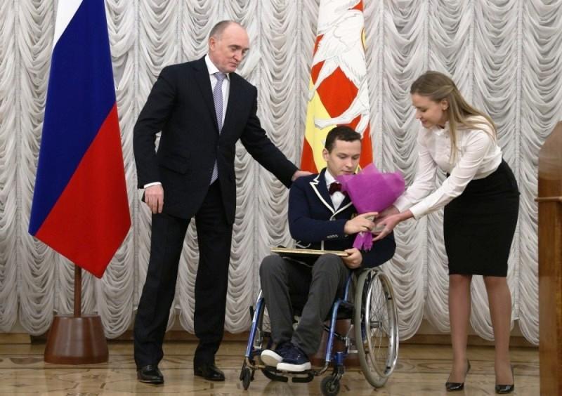 Глава региона вручил победителям альтернативной Паралимпиады и их тренерам денежные сертификаты и