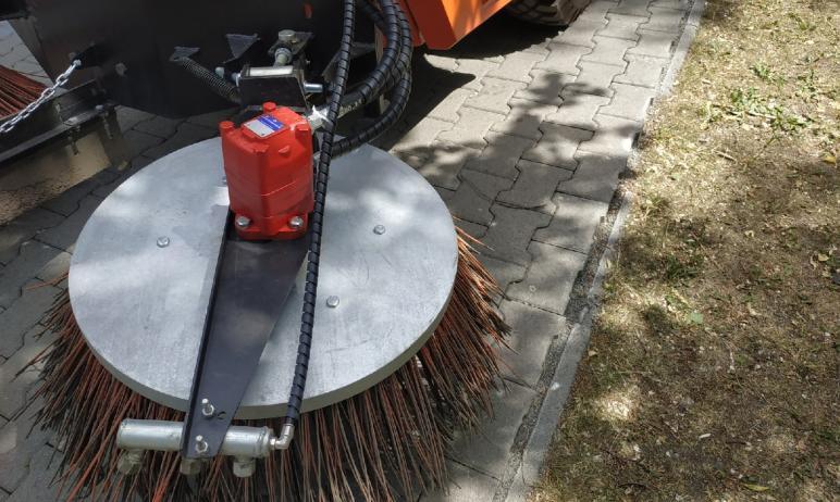 В Курчатовском районе Челябинска продолжаются работы по уборке территории от мусора. За 10 дней с