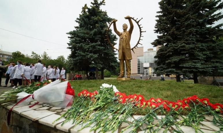 Сегодня, 25 июня, в Челябинске состоялась торжественная церемония открытия памятника, посвящённог