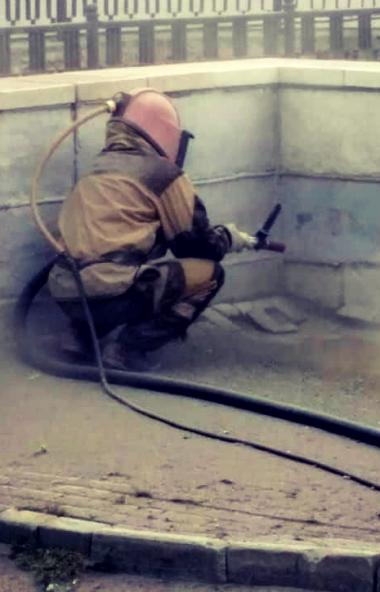 В Челябинске подрядчики восстанавливают ограждения на мостах и путепроводах.  [[FIELD:GA