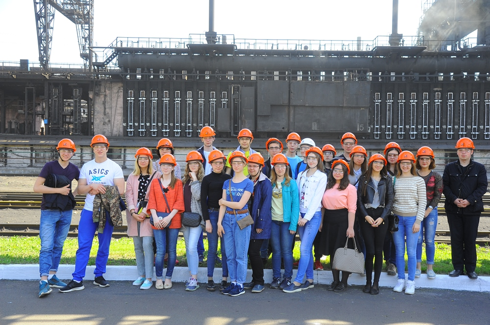 Ребята посетили несколько подразделений завода. Коксохимики рассказали, что на «Мечел-Коксе» дейс