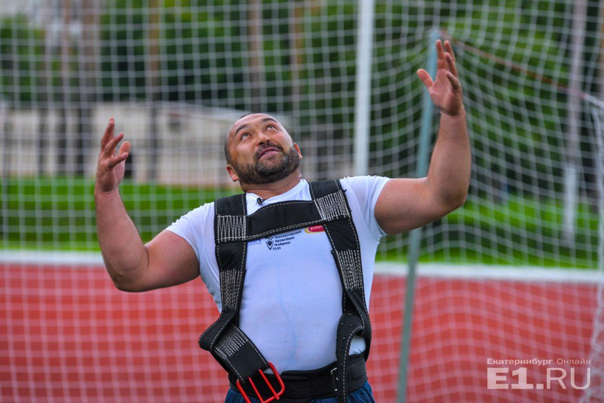 Новый мировой рекорд Эльбрус установил в дисциплине «arm over arm» - тяга за канат руками на себя