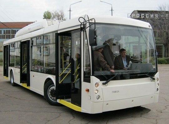 В Чурилово на улице Линейной за выходные демонтировали контактную сеть для троллейбусов. Сейчас в