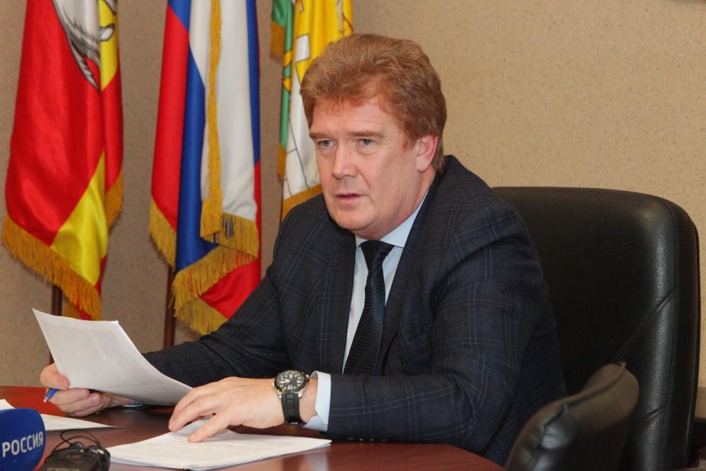 Глава Челябинска Владимир Елистратов подал заявление о досрочном сложении полномочий по собственн
