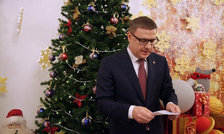 Родители детей, получивших бесплатные приглашение на новогодние ёлки в Челябинской области, не до