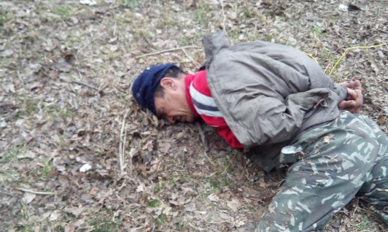 В Челябинске местные жители поймали мужчину, который напал на ребенка в подъезде. В следственном