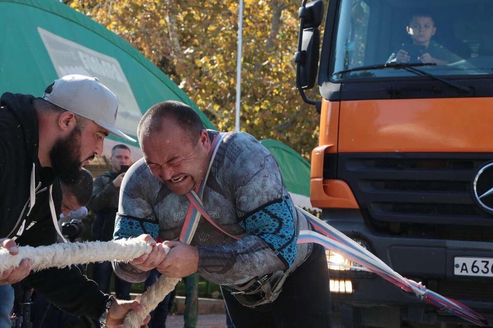 Челябинский силач Эльбрус Нигматуллин установил новый рекорд России. В Алуште он