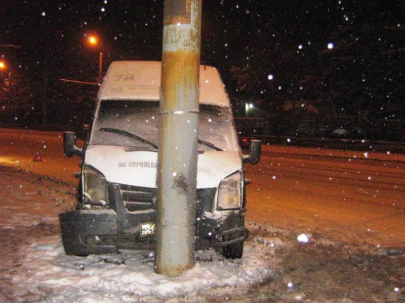 Пассажирка маршрутки №112 получила травму после ДТП с «Тойотой». С сотрясением гол