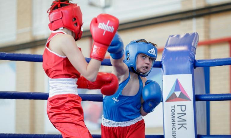 Первые в этом году соревнования на первенство Челябинской области по боксу среди юношей 13-14 лет
